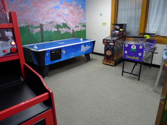 Cherry Hill Park Campground: Game Room