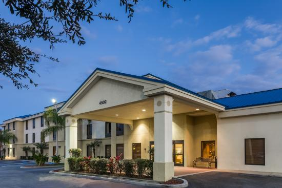 Photo of Days Inn & Suites Lakeland