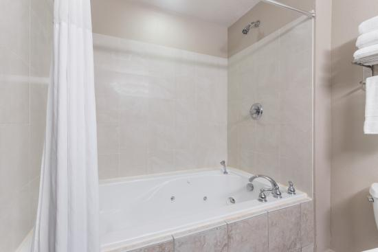 Days Inn & Suites Lakeland: Hot Spa / Jetted Tub