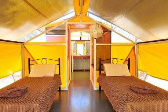 Hawk Dreaming Wilderness Lodge: Bush Cabbins
