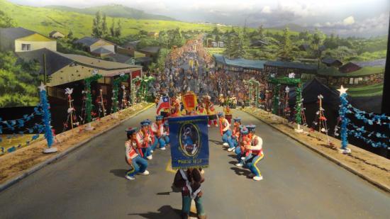 """La Ligua, Chile: Figuras que representan los bailes """"chinos"""" que se realizan en la Provincia."""