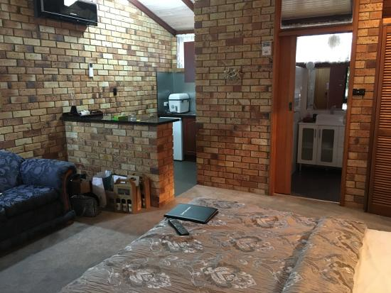 Blickinstal Barossa Valley Retreat: Inside the room with Kitchenette and bathroom.