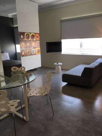 Jetset Franklin: dining/living room area