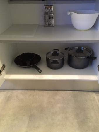 Jetset Franklin: pots/pans in kitchen