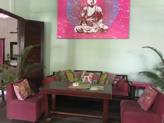K'NYAY: Lovely decor and menu