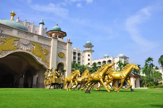 Palace of the Golden Horses: PGH Porte Cochere
