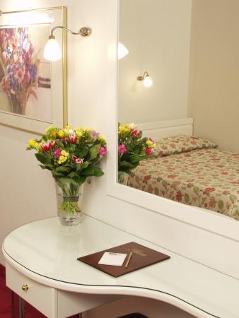 Hotel ABC: courtyard room