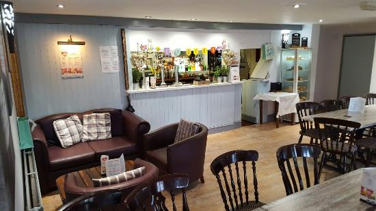 Middlewich, UK: New bar on the canal serving cocktails,  smoothies,  coffee and cake