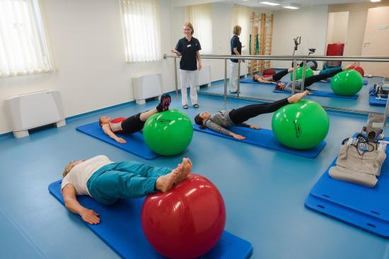 Harkany, Węgry: Small group medical gymnastics