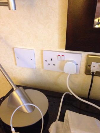 Small room, 1 plug for room, bad