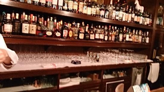 Samboa Bar, Hilton Plaza East