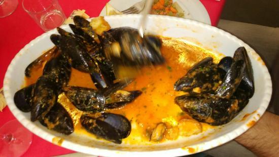 Province of Trapani, Italia: Un pranzo d'eccellenza servito con cura e cordialità.