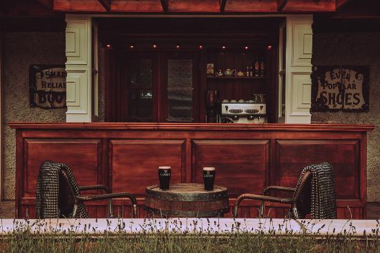 Crossakiel, Irlanda: Butlers Rest Exterior