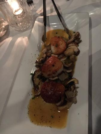 Hadley, Массачусетс: The amazing scallops with tangerine butter!!!!!