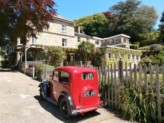 Eversley Hotel: Hotel exterior and car park