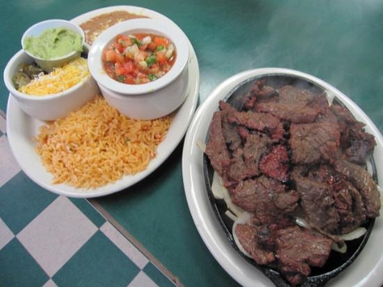 Michael's Cantina: Steak Fajitas