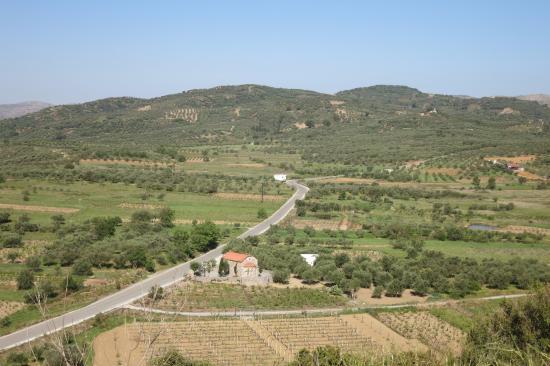 Lasithi Prefecture, Yunanistan: вид на зеленеющее плато Лассити