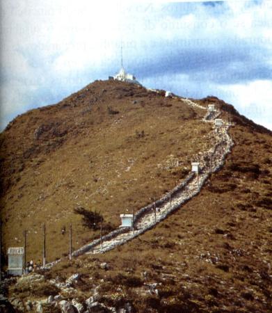 Monte Santo, BA: Caminho ao santuario