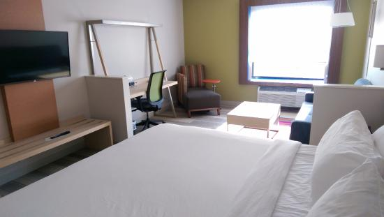 spacious suite with pull out sofa picture of holiday inn express rh tripadvisor com