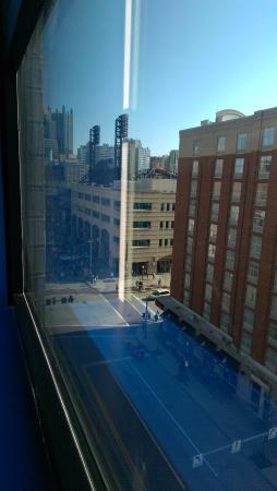 holiday inn express suites pittsburgh north shore picture of rh tripadvisor co uk