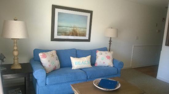 Sandpeddler Inn & Suites: Air Dream mattress sofa be in Suite 101