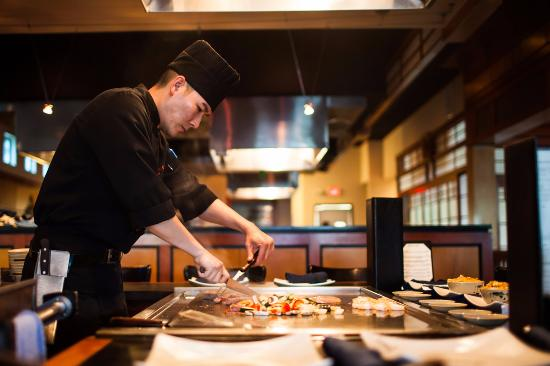 Musashi S Anese Steakhouse Teppanyaki Chef Cooks In Front Of You