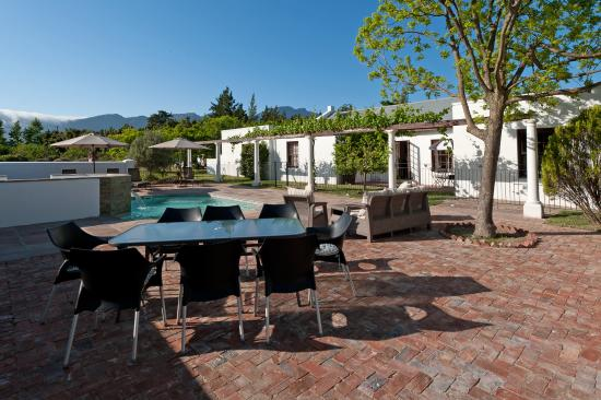 La Galiniere Guest Cottages: Outdoor Seating Area