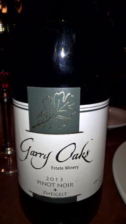 Salt Spring Inn Restaurant: Local wine! Garry Oaks vineyard on Salt Spring Island