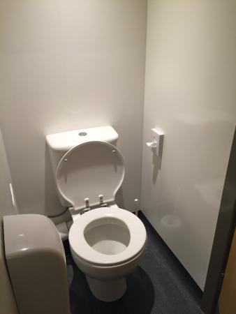 YHA London St Pancras: Chambres 6 personnes avec salle de bain et wc dedans !