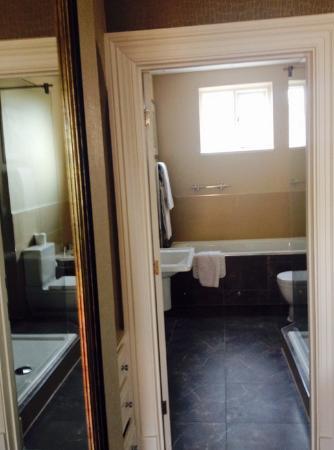Crabwall Manor Hotel Spa: suite 5 bathroom