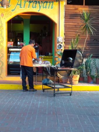 Restaurant El Arrayan : The Grill Master at work.