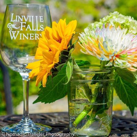 Newland, Carolina del Norte: Spring at Linville Falls Winery