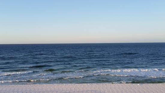 Four Points by Sheraton Destin- Ft Walton Beach: Direct Beach view from room on 4th floor.