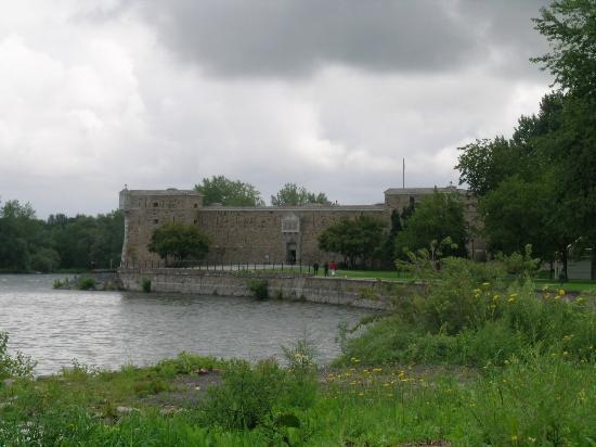 Chambly, Canadá: Vue du fort par temps gris