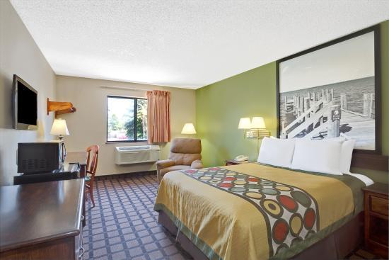 Super 8 Chesapeake : King Bed