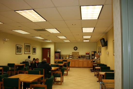 Days Inn Luray Shenandoah: breakfast room