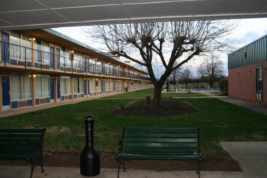 Days Inn Luray Shenandoah: view from the lobby