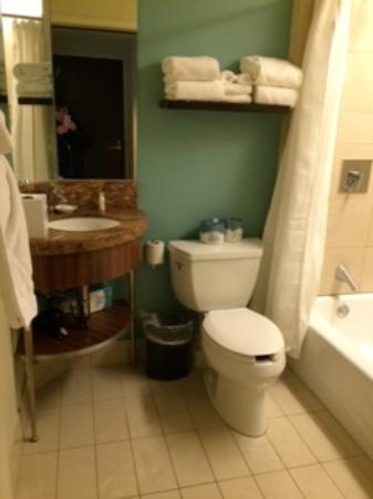 Bay Lake Tower at Disney's Contemporary Resort: Full Size Hall Bath in 1-Bedroom Suite