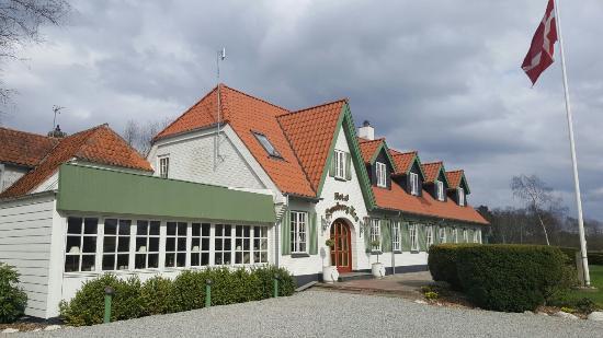 Utenfor kroen - Bild från Luneborg Kro, Tylstrup - TripAdvisor