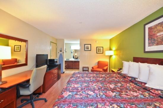 Country Hearth Inn & Suites Atlanta / Marietta and Banquet Hall: Deluxe King