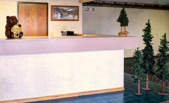 Aspen Inn: Front Desk