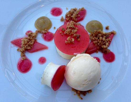Blackwaterfoot, UK: Raspberry and rhubarb panna cotta