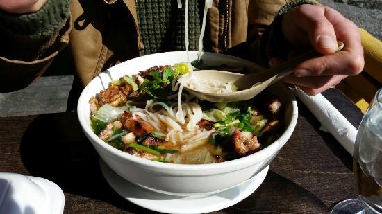 Wok N Roll Restaurant : Numero 31  soupe pho côtelettes de porc