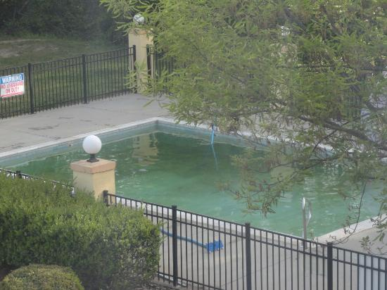 Apex, Carolina del Norte: Pool not ready as of mid April