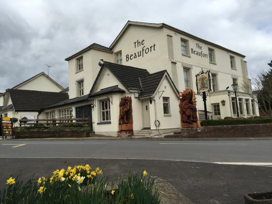 The Beaufort Coaching Inn & Brasserie: The Beaufort stunned locals by adding Heraldic Beasts in honour of the Beauforts