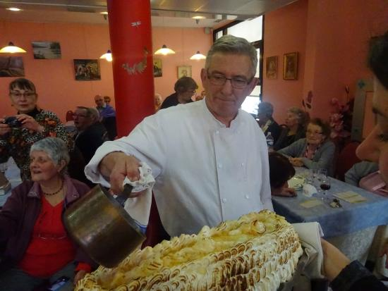 Vierzon, Francia: Omelette norvégienne préparée par le patron