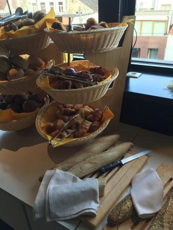 Ghent River Hotel: Breakfast is very good. Lots to choose from, food quality, good service, very fresh