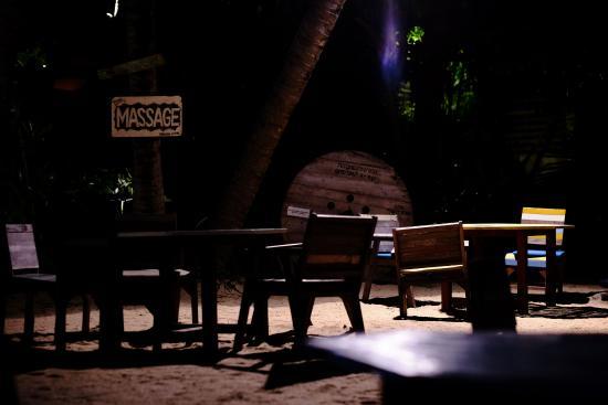 Lipa Noi, Tailandia: Think night-time dining on the beach