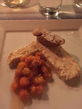 Knappgarden Pension & Restaurant: Locally foraged cloudberries & homemade semifreddo.