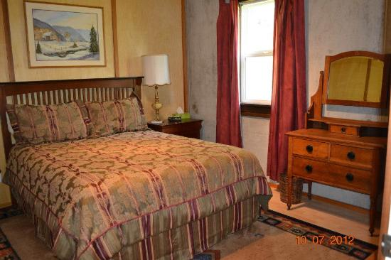 Owlhead Creek Bed &Breakfast: One of the private rooms